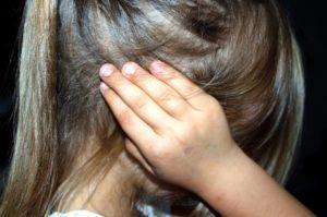 https://pixabay.com/fr/enfant-%C3%A9ducation-la-peur-terreur-1439468/