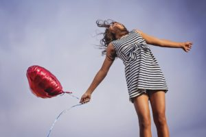 https://pixabay.com/fr/joy-libert%C3%A9-communiqu%C3%A9-heureux-2483926/