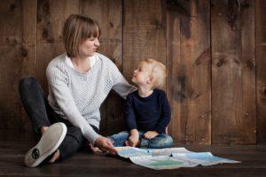 https://pixabay.com/fr/famille-parentalit%C3%A9-ensemble-1784371/
