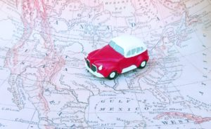 https://pixabay.com/fr/voiture-voyage-voyage-sur-la-route-2417295/