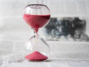 https://pixabay.com/fr/sablier-temps-heures-horloge-620397/