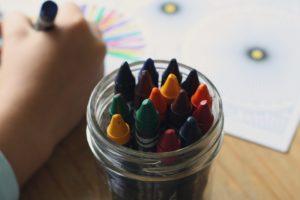 https://pixabay.com/fr/crayons-de-couleur-livre-de-coloriage-1445054/