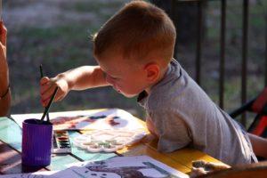 https://pixabay.com/fr/enfants-figure-peinture-978181/